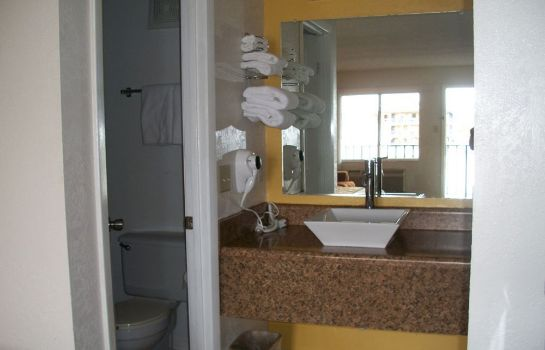 Bagno in camera Amber Inn & Suites