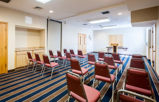 Conference room Quality Suites Hunt Valley