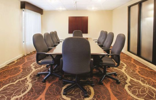 Conference room WINGATE BY WY FLORENCE SC