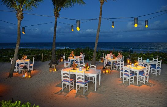 Restaurant BEACHCOMBER RESORT AND VILLAS