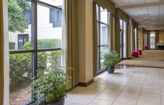 Hall DoubleTree by Hilton Charlotte Airport