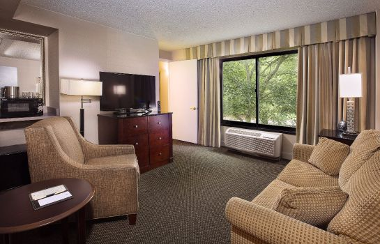 Hotelhalle DoubleTree by Hilton Charlotte Airport