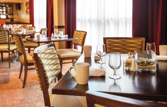 Restaurant DoubleTree by Hilton Charlotte Airport