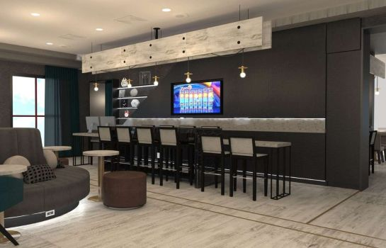 Hotel bar DoubleTree by Hilton Bristol Connecticut