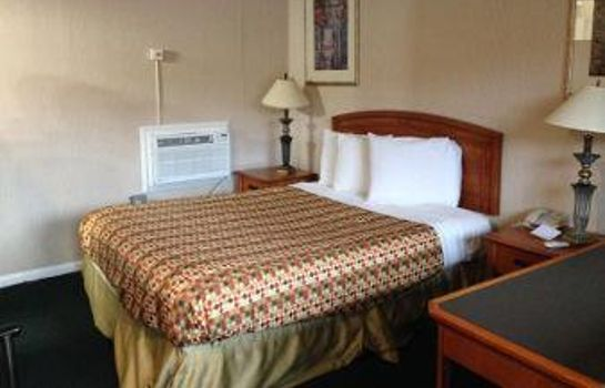 Room DAYS INN NEWARK AIRPORT