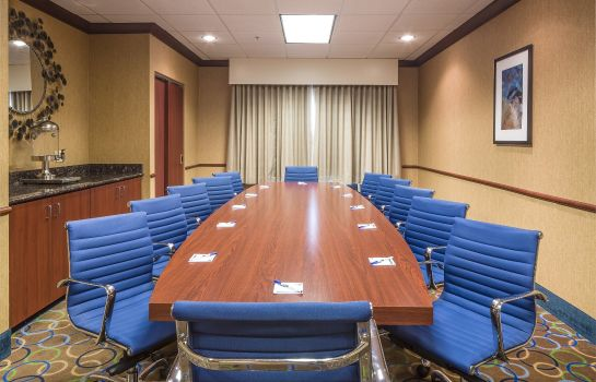 Conference room Holiday Inn Express & Suites MANCHESTER-AIRPORT