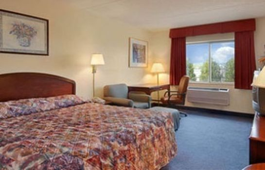 Room SUPER 8 MANCHESTER AIRPORT NH