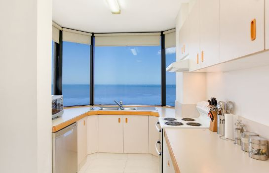 Kitchen in room Cairns City Sheridan
