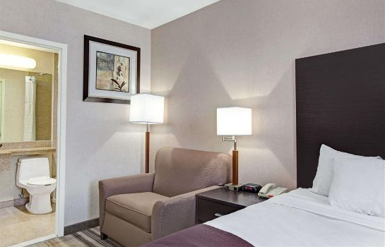 Suite Days Inn by Wyndham Jamaica / JFK Airport
