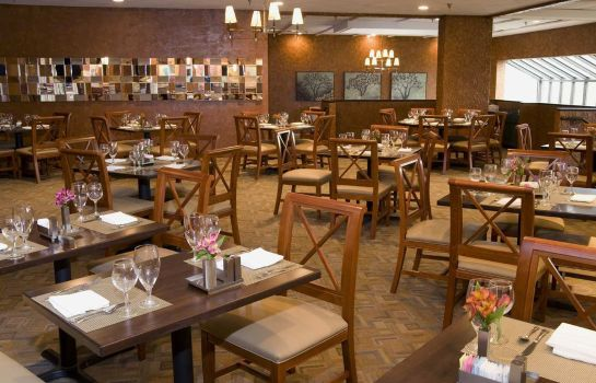 Restaurant DoubleTree by Hilton St Louis - Westport