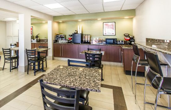 Restaurant Econo Lodge  Inn & Suites Near Bricktown