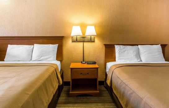 Suite Econo Lodge  Inn & Suites Near Bricktown