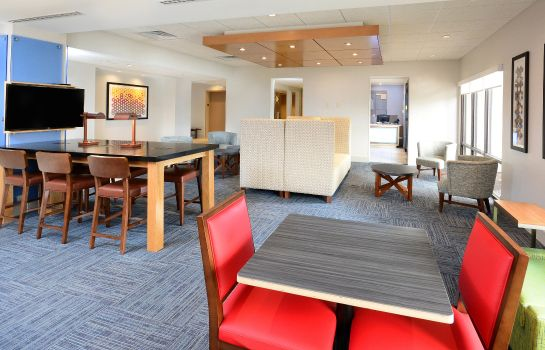 Hotelhalle Holiday Inn Express & Suites RALEIGH DURHAM AIRPORT AT RTP