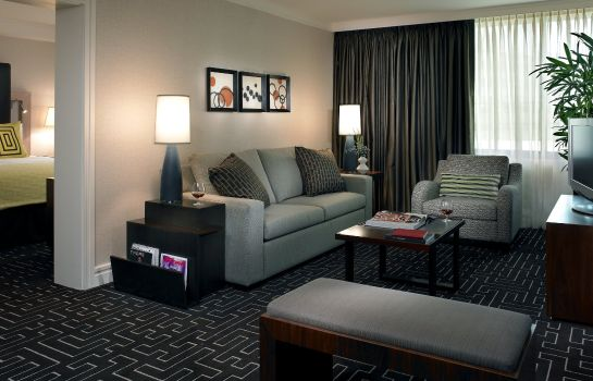 Suite The Highland Dallas Curio Collection by Hilton