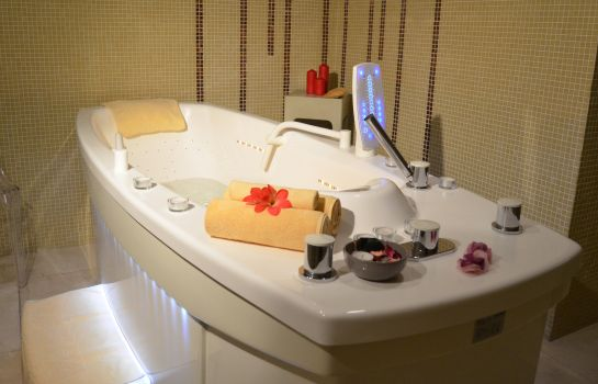 Whirlpool Beatriz Toledo Auditorium & Spa