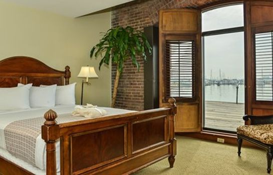 Room an Ascend Hotel Collection Member The Inn at Henderson's Wharf