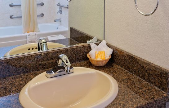 Bagno in camera La Quinta Inn by Wyndham Everett