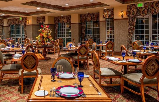 Restaurant CHATEAU ON THE LAKE RESORT AND SPA