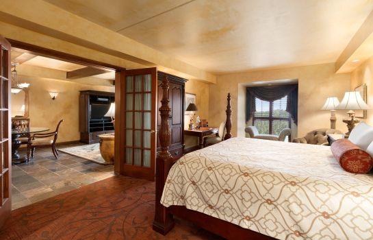 Suite CHATEAU ON THE LAKE RESORT AND SPA