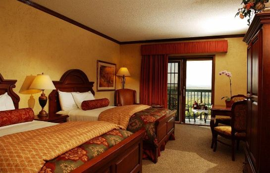 Room CHATEAU ON THE LAKE RESORT AND SPA
