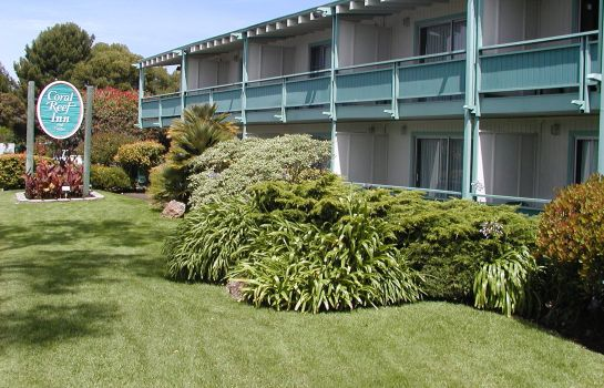 Buitenaanzicht Coral Reef Inn and Suites