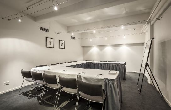 Conference room QUEST ON BOURKE SERVICED APTS
