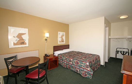 Standard room Royal Inn Charlotte Airport Hotel