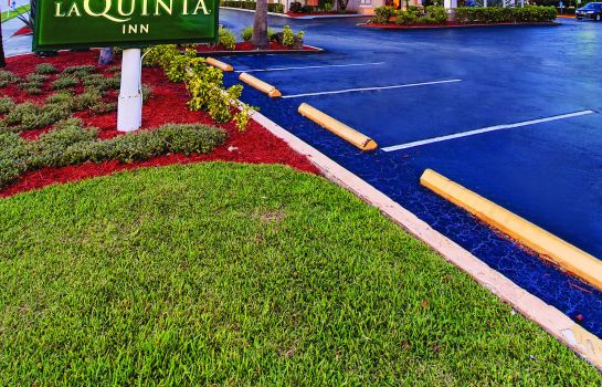 Buitenaanzicht La Quinta Inn Orlando International Dr N
