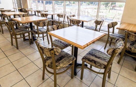 Restaurant Econo Lodge Inn & Suites Near Florida Mall