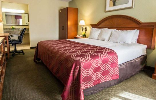Suite Econo Lodge Inn & Suites Near Florida Mall