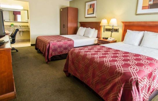 Zimmer Econo Lodge Inn & Suites Near Florida Mall