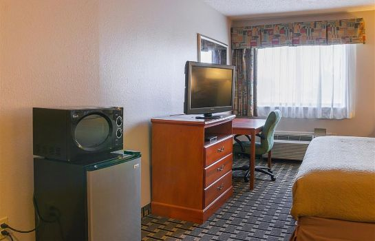 Room Quality Inn and Suites Detroit Metro Air