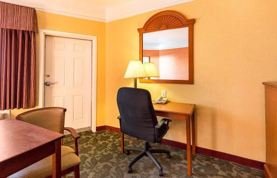Suite Quality Inn and Suites Beachfront