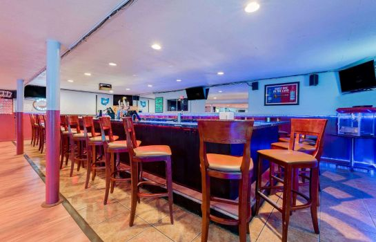 Bar hotelowy Ramada by Wyndham Cleveland Airport West