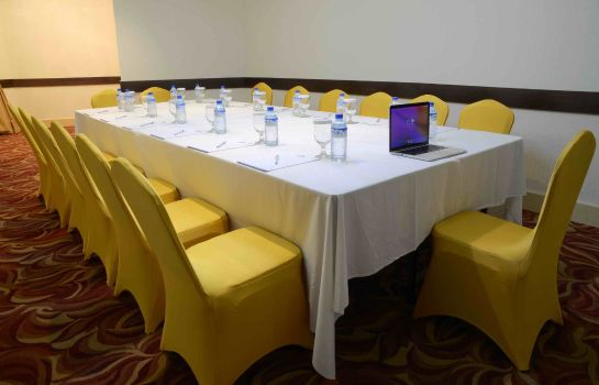 Meeting room Howard Johnson Bur Dubai
