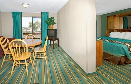 Suite Super 8 by Wyndham Denver Stapleton