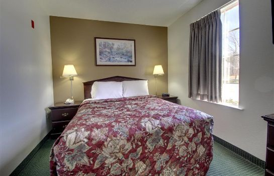 Room Crestwood Suites - Greensboro-Airport
