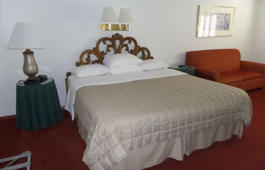 Standard room Colonial Inn