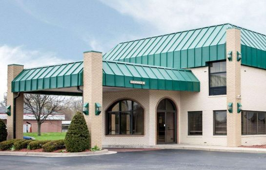 Exterior view Quality Inn & Suites Indianapolis