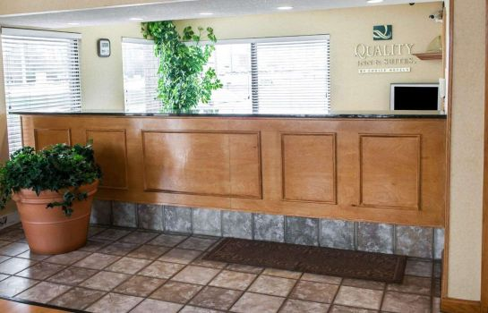 Lobby Quality Inn & Suites Indianapolis