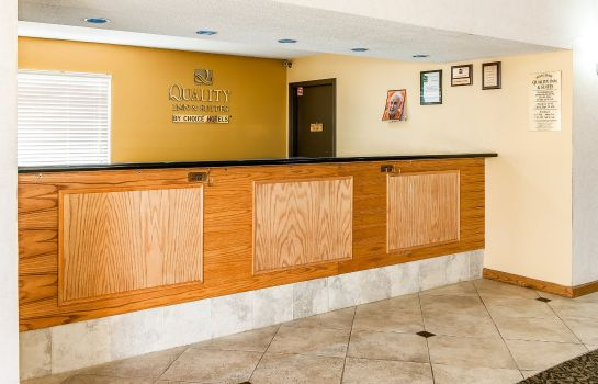 Lobby Quality Inn & Suites Shelbyville