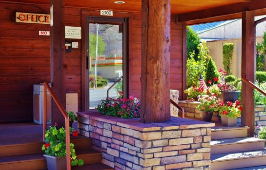 Exterior view Glenwood Springs Cedar Lodge