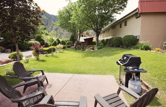 Garden Glenwood Springs Cedar Lodge