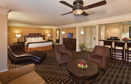 Suite Rosen Plaza Hotel CONNECT