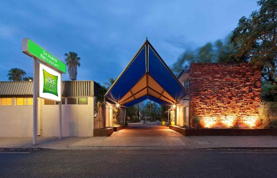 Exterior view ibis Styles Alice Springs Oasis