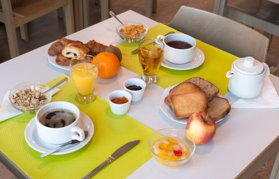 Breakfast buffet INTER-HOTEL Poitiers Continental