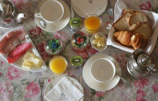 Breakfast buffet Domaine de Bassilour
