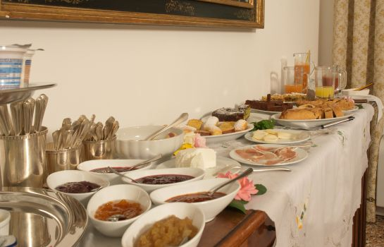 Breakfast buffet Ca Damiani