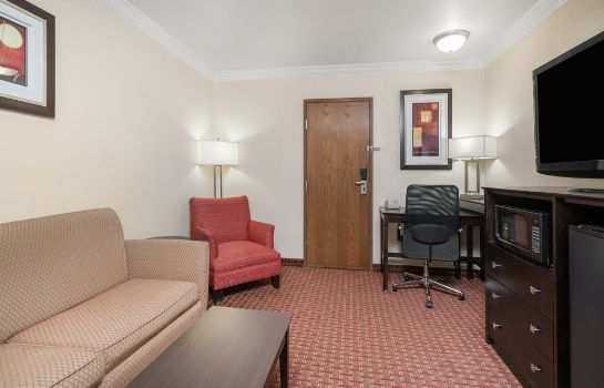 Information AmericInn Hotel & Suites Johnston Des Moines