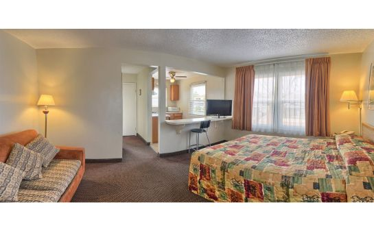 Suite POINT LOMA INN AND SUITES